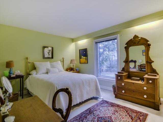 22_masterbedroom1.jpg