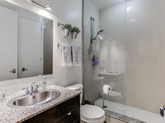 26_1stbathroom11.jpg