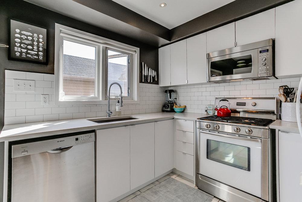 11_kitchen2.jpg