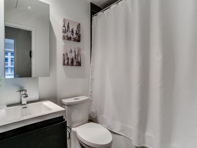 28_1stbathroom11.jpg