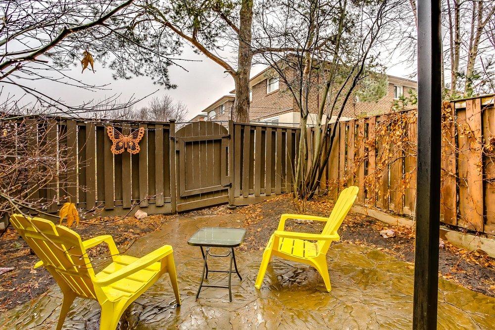 37_backyard1.jpg