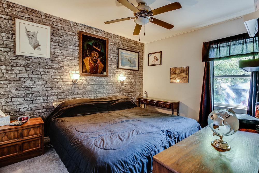 18_master_bedroom1.jpg