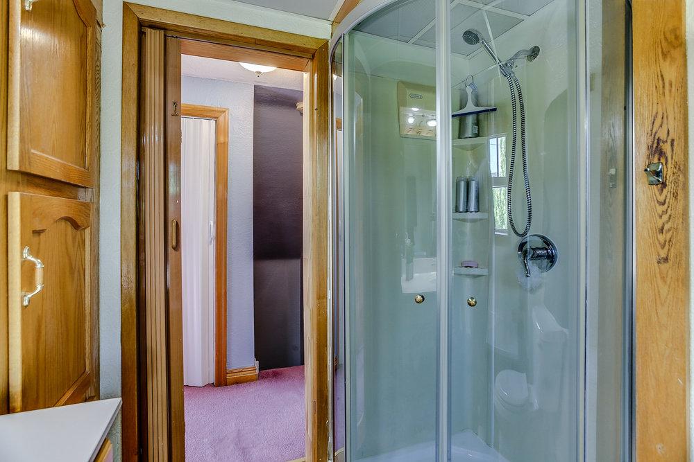 25_bathroom1.jpg