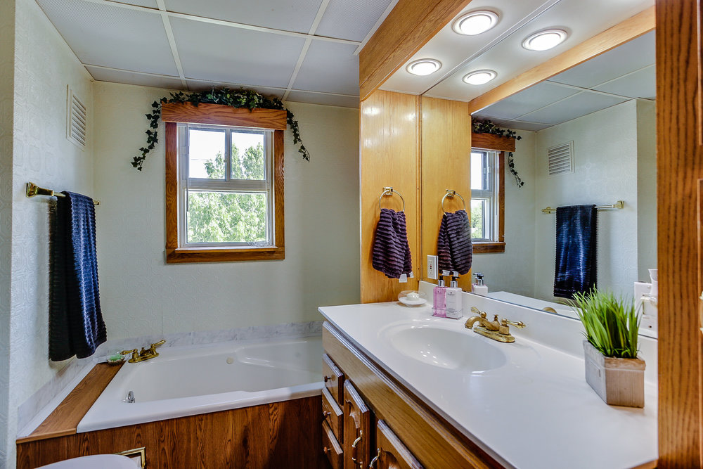 26_bathroom2.jpg