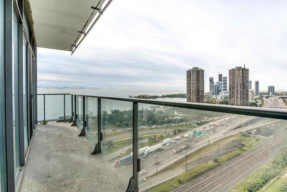 36_balcony2.jpg