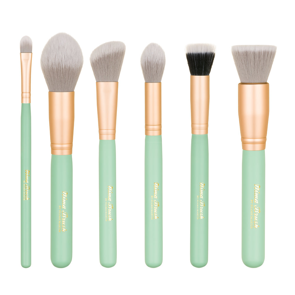 THE VEGAN VELUXE 'FACE FACTS' CONTOUR SET - What's Included in the set:Six professional length contour brushes presented in an organic woven drawstring bagFlat Concealor – Concelor or eyebrow carving workTapered Powder – Setting powder and bronzing workAngled Contour – sculpting and blush workTapered fluffy brush – highlighting work or setting powderDuo Fibre – Sheer liquid, cream or powder foundation work. Ideal for softer blush, highlighting or concealer workFlat head kabuki – Foundation & Base workRRP €65.00