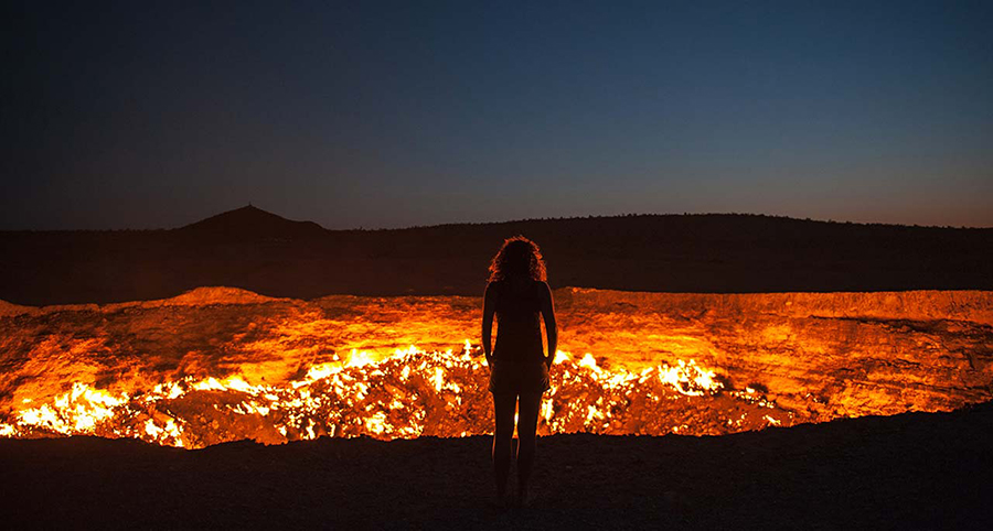 """The """"Gates of Hell"""" burning pit in Turkmenistan"""