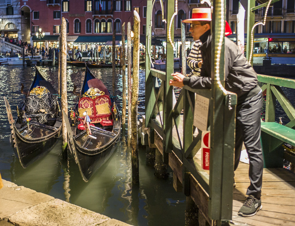 Gondolier waiting
