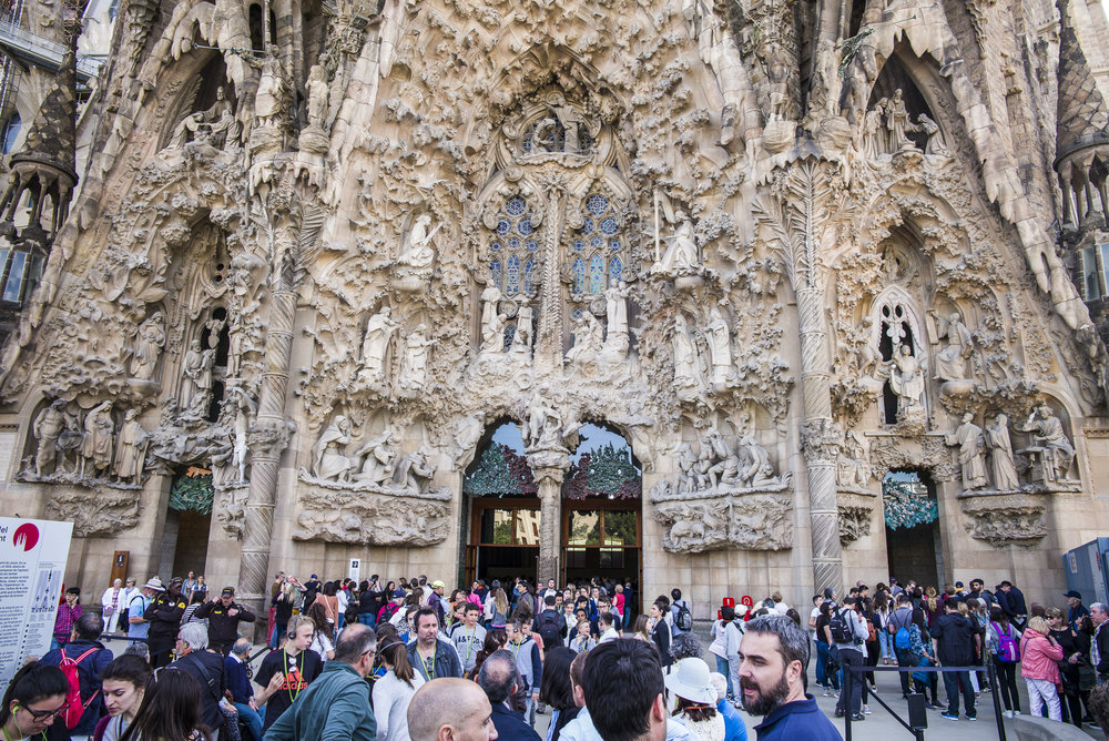 Crowds at La Sagrada Familia