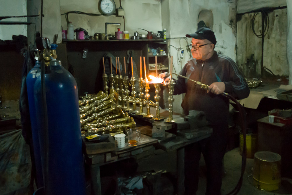 A craftsman at work in the Hans