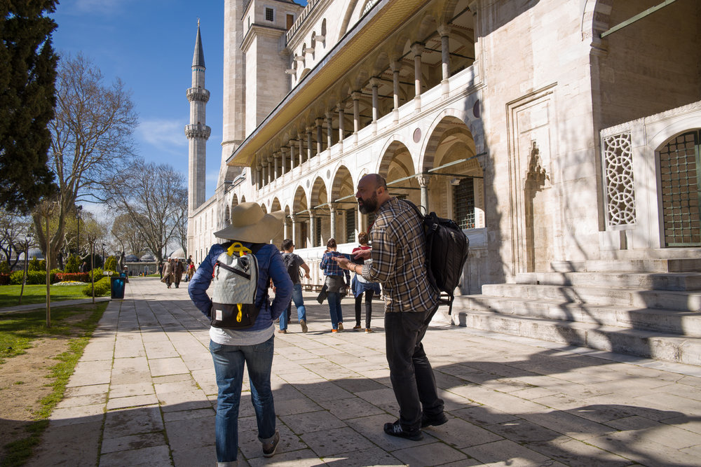 Enis explains the Pillars of Islam in front of the Suleymaniye Mosque