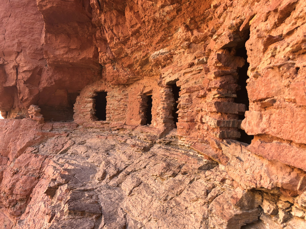 1000 year old granaries of the Ancient Puebloans