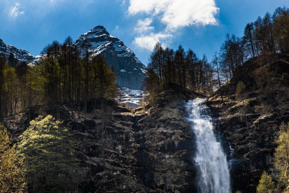 Waterfall abobe Sunogo