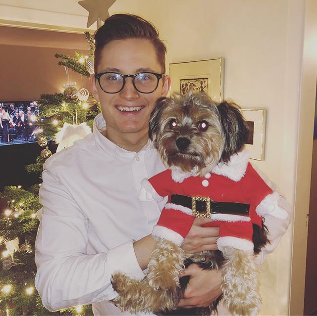 Caption this  GLEÐILEG JÓL 🎅🏼🎄🐶🎅🏼❄️🎁