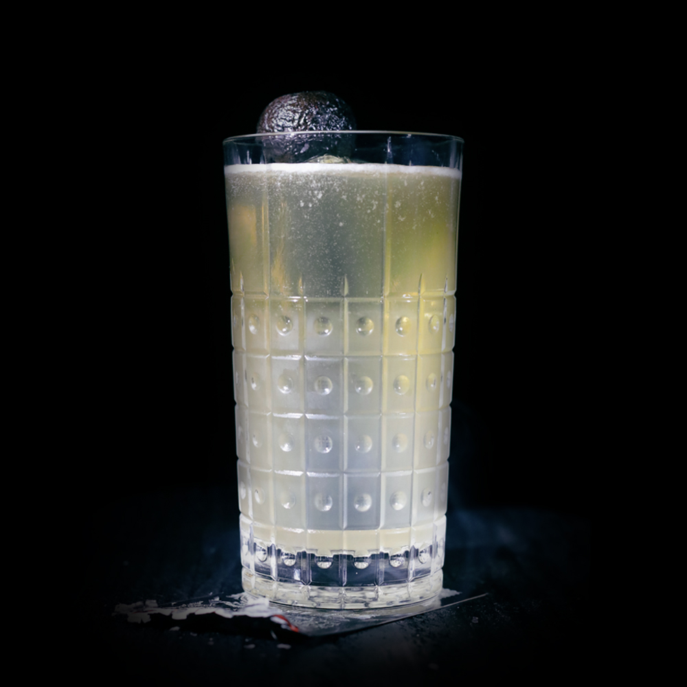 BOBBIN APPLE BUCK INGREDIENTS -1.5 oz. El Silencio Espadin -.5 oz. Honey Syrup (3:1) -.5 oz. Lime -1.5 oz. Hard Cider METHOD Shake and strain into an ice-filled pilsner glass.  Top off with hard cider.