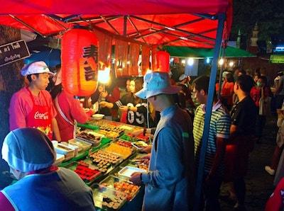 Street Food Line_Street Food_Sidewalk Blog