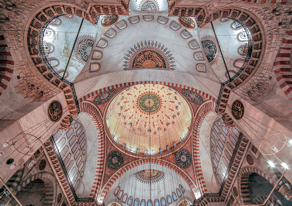 ©Ayash Basu. The two columns on the side are used as leading lines to direct the user to the ceiling of this mosque in Istanbul.