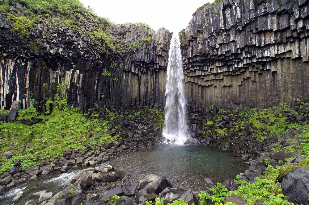SVARTIFOSS - Black columns & white waterfalls.