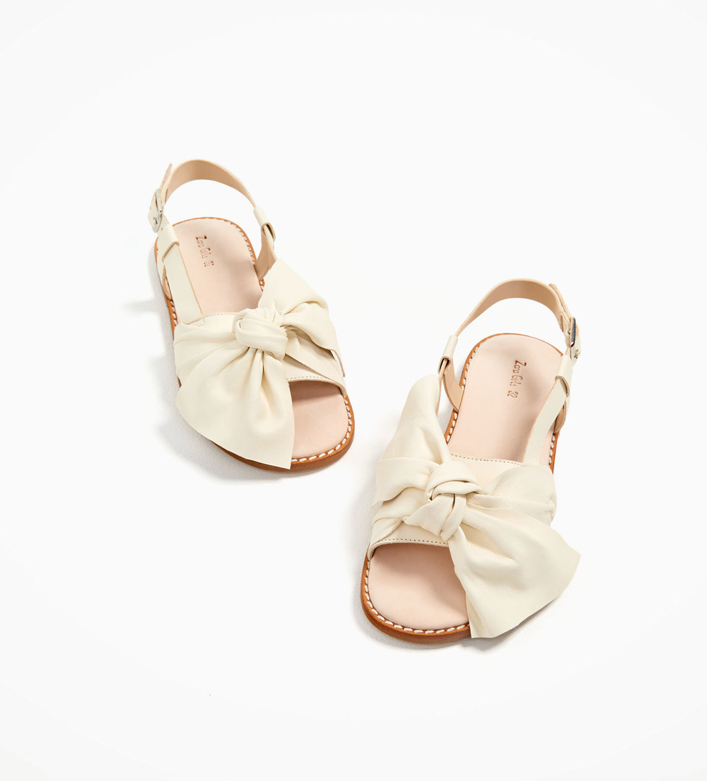 BOWS ON TOES - LEATHER SANDALS WITH BOW