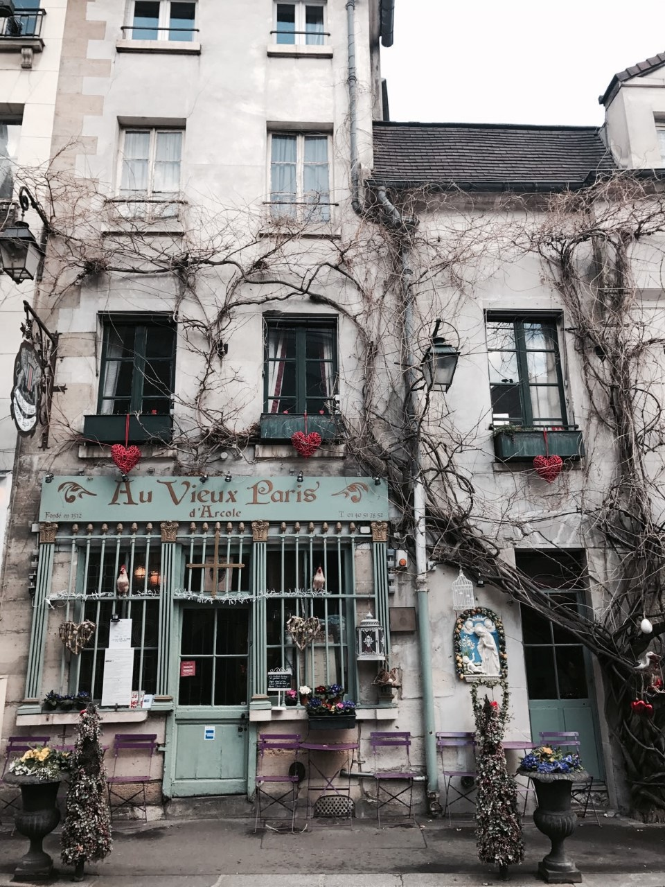 AU VIEUX PARIS - Wonderful little restaurant with impeccable exterior.