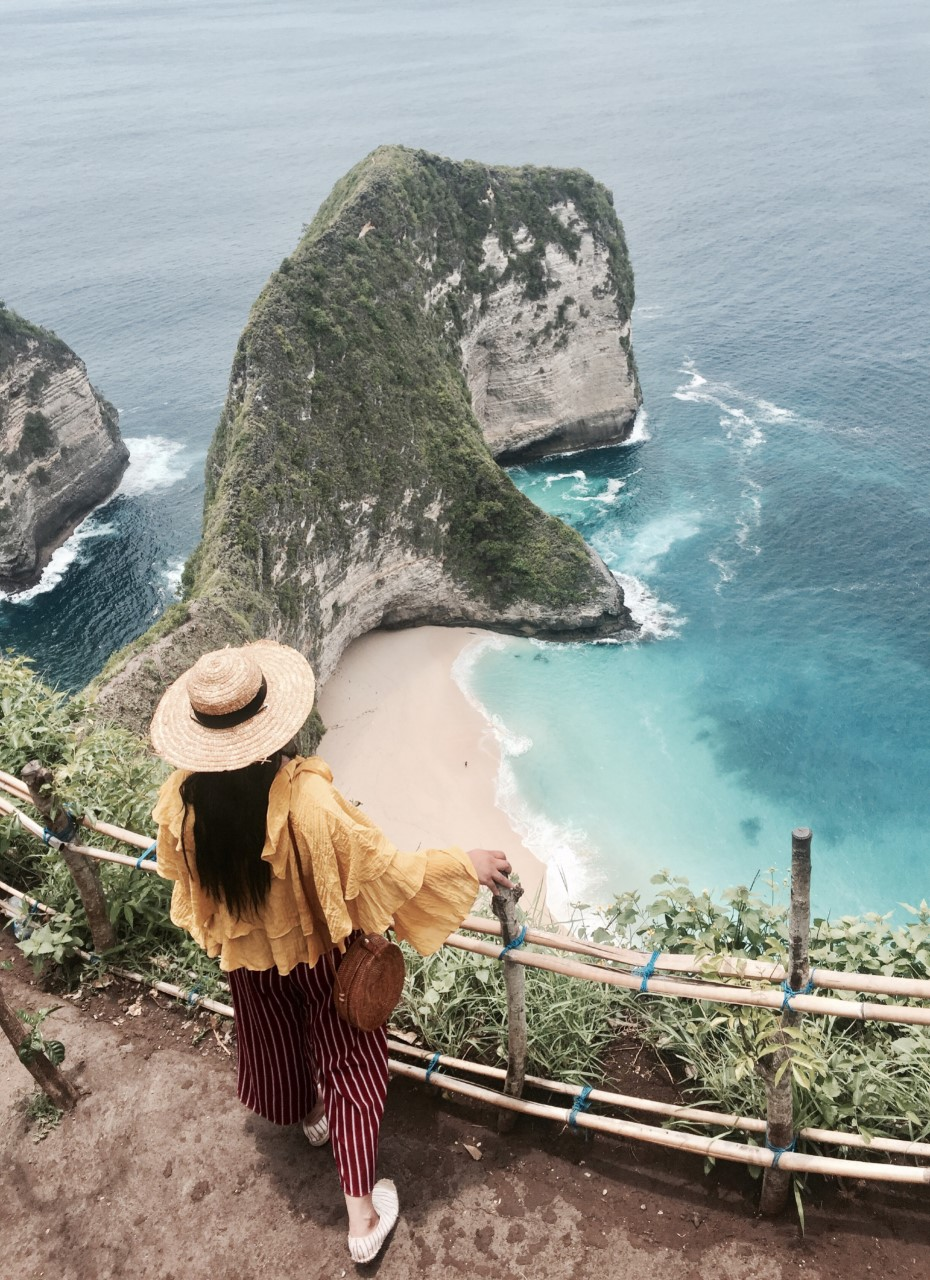 KELINGKING     BEACH {NUSA PENIDA}  - Bali's hidden Island!Nusa Penida an island off the southeast coast of Bali. Not many people know about this surprisingly beautiful island, but it's becoming more and more popular due to the Insta famous Kelingking beach. The most amazing views from the top of the beach while a very dangerous hike down.Make sure to wear some comfy shoes when heading to this gorgeous place!