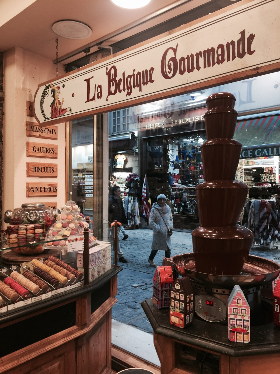 LA BELGIQUE GORMANDE - The perfect chocolate store for gifts and variety of unique chocolates.(I took a some fresh belgian waffles home with me!)