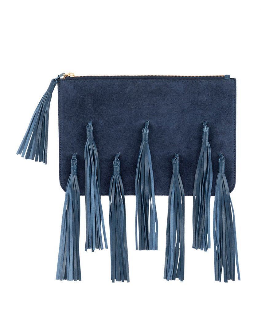 fringe tassel bag     Tassels have been a big statement for the past few seasons, however, a new trend on clutches is a fun way to add a stylish statement while keeping things fun and playful. Keep it lowkey with the earrings for a balanced look!