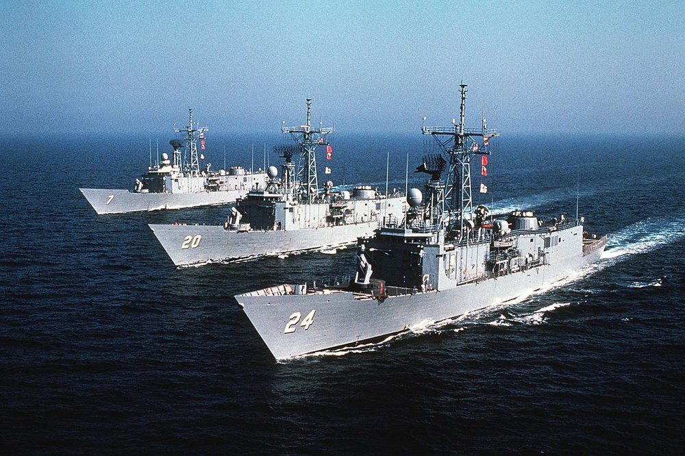 1200px-Oliver_Hazard_Perry-class_frigates_underway_in_1982.JPEG