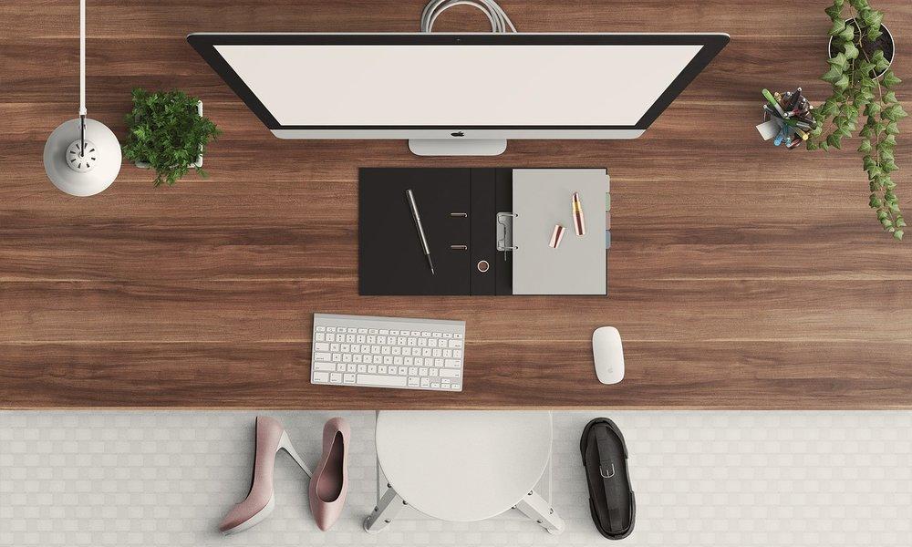 desk-1222899_1280.jpg