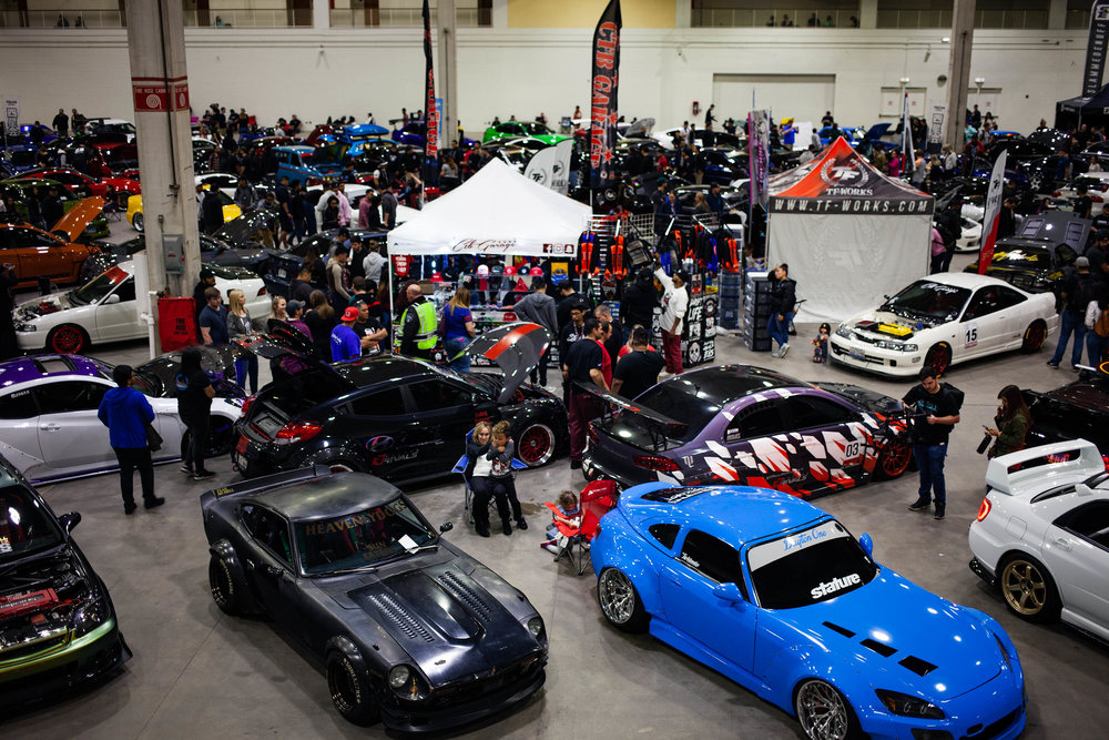 Wekfest Chicago 2018 was held at Navy Pier right on the lake. This venue was the very clean and we are happy to hear that Wekfest is making this their home in Chicago. It was easy to get in and out of and there was plenty to do which I believe resulted in a huge turnout in not only great builds but spectators. We will definitely be back next year.   The only complaint about the venue I have is the lack of power outlets. They wanted to charge us $500+ to have an electrician come plug in a converter so we could charge our iPads and such. (No thanks, we took shifts running all the way upstairs to charge devices as needed.)