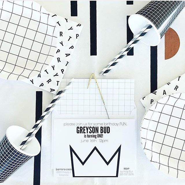 You mamas are awesome! Look at this black&white set up! Some of these items are still available in the shop. 🖤🖤Thanks @epinkgirl for sharing! I hope Greyson's birthday was everything you hoped for! • • • • •  #birthdayballoons  #confettiparty #customparty #eventplanning #eventstyling #colorstory #thehappynow #partyballoons #partyinabox #partyshop #partysupply #shopsmall #shopsmallmovement #retailshop #thatsdarling #shopaliceandeddy #partyboutique #partysetup #thatsdarling #kidsparty #partyplanning #partydecor #eventsupplies #lovelylittlesquares #flashesofdelight #partyware #celebrateeverything #aliceandeddyparty