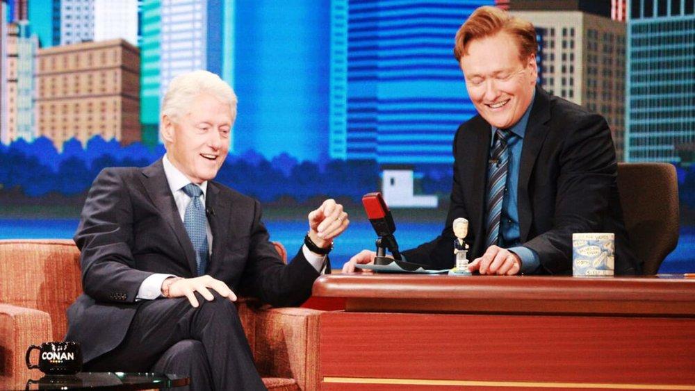 Foto: TBS Network - Presidente Bill Clinton (Izq) y Conan O'Brien (Der)