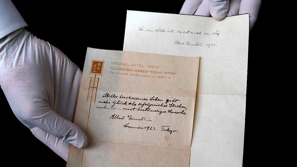 Foto: Menahem Kahana - La 'teoría de la felicidad' de Einstein fue subastada en miles de dólares