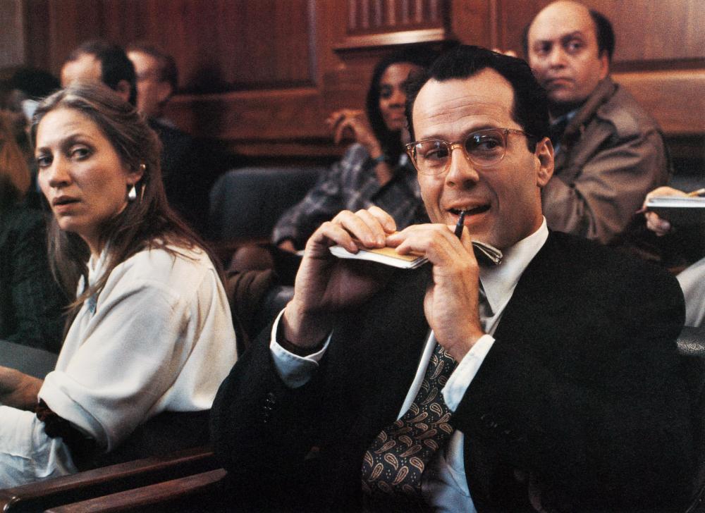 Bruce Willis interpreta al odioso periodista Peter Fallow en la película sobre esta novela de 1990