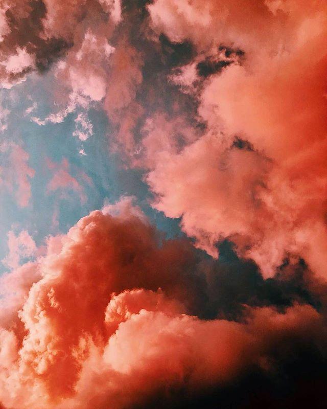 Pink skies and summer wine. #TropicalmenteElegantes