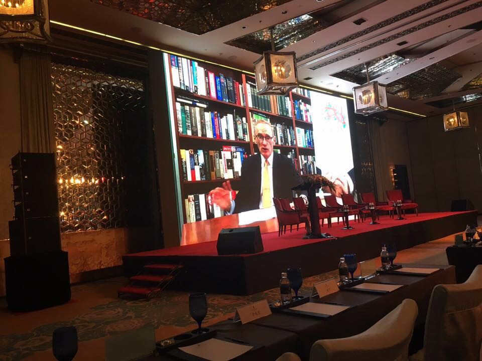 Hon. Bob Carr sharing his perspectives on China Australia relations via video at a conference in Shanghai organised by the CNSWABC in 2016.  鲍勃卡尔 (Bob Carr)阁下为商会活动通过视频致词,发表他对中澳两国关系的见解。