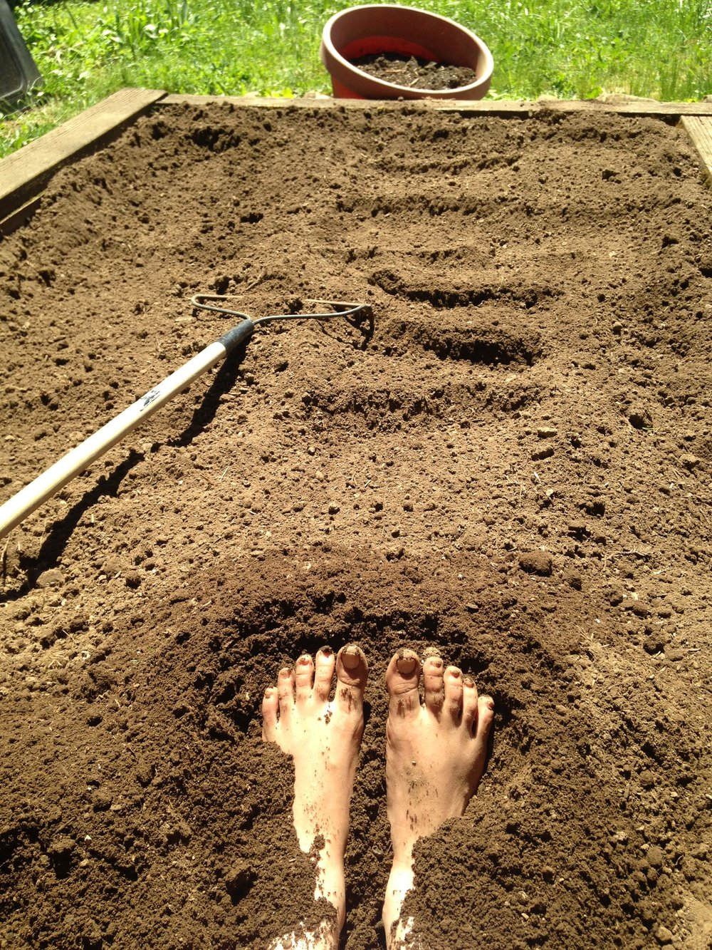 - Raking a bed of dirt I'm reminded of my childhood  Sitting in the bed of my uncle's truck Seven years old, digging in my toes Breaking up clumps of cool mud Simplicity was funSummers in Ohio Soaking in sun