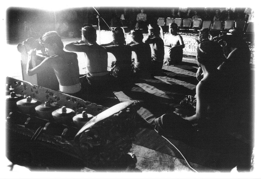 Opening night of  Malam Penampilan Tokoh-tokoh Seniman Werdha   (The Living Treasures of Bali),  1994.  Photo:Tara Sosrowardoyo / Collection of Asri Ghafar
