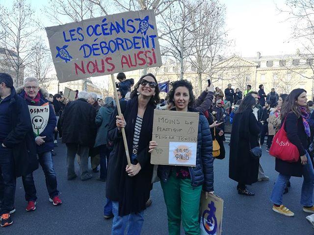 [ MARCHE DU SIÈCLE ] Par vagues nous étions des milliers à Paris aujourd'hui. @gouvernementfr vous ne pouvez plus nous ignorer 🙈🙉🙊 AGISSEZ . #urgenceclimatique #grevepourleclimat #climatestrike #climateaction #marchedusiècle #changeonslesystemepasleclimat #makeourplanetgreatagain #baslespailles #protectouroceans #zerowaste #zerodechet #reducewaste #laffairedusiecle #noexcuseforsingleuse #paris