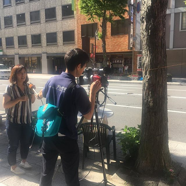 アルプスネットワークニュースの取材をうける、二木さん。 なお放送は、本日と明日です! #松本駅前ガーランドロード  #松本駅前通り #matsumotoekimaest #松本 #松本駅前クリエイト