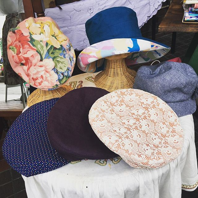 #アンシャンテ で#洋裁屋-akiko collection-の帽子店を出店しています👒 今日明日のみの販売ですので、ぜひ見に来てください😋 #松本駅前通り商店街 #クラフトフェアまつもと #帽子