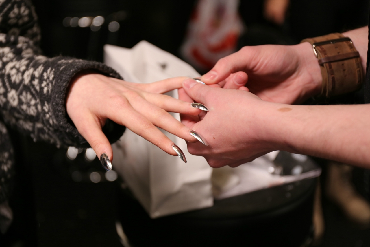 dagmar silver nails