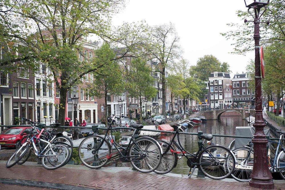 amsterdam cyklar kanal.jpg