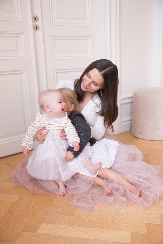 a35aaa8ab8a6 Syskonkärlek mellan två små systrar — Angelicas Closet