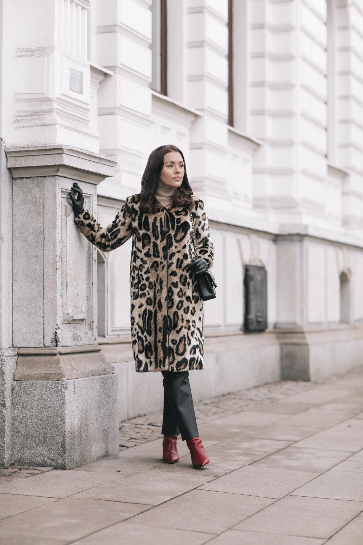 Anna-Karin Gucci leopard Stand fuskpals.jpg