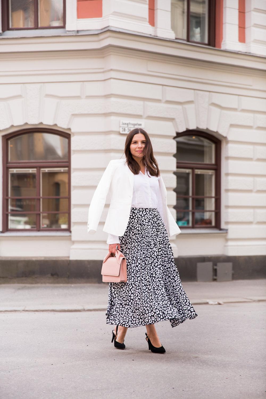 Angelica Aurell mode Angelicas Closet plisserad kjol Asos Modes.jpg