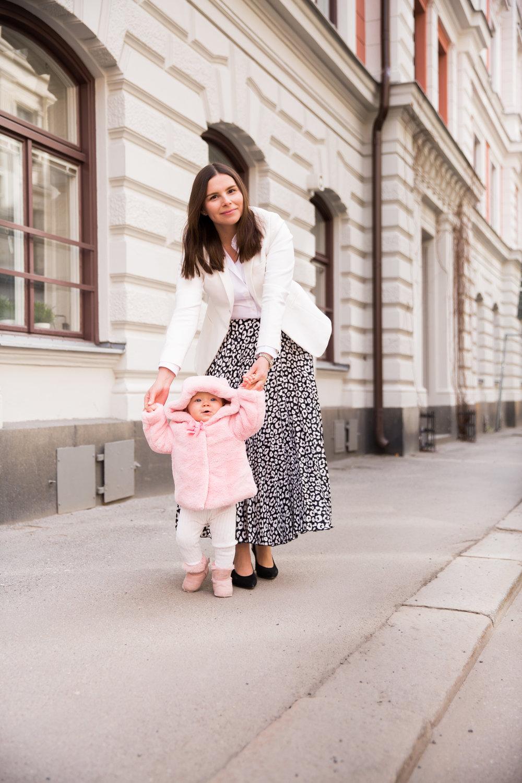 barn bebis lara sig ga Angelica Aurell mode barn.jpg