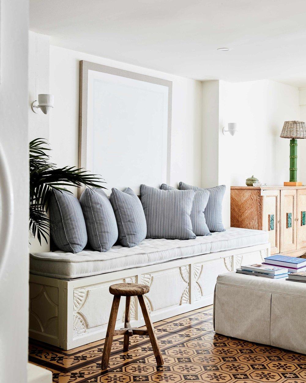 Lounge-Raes.jpg