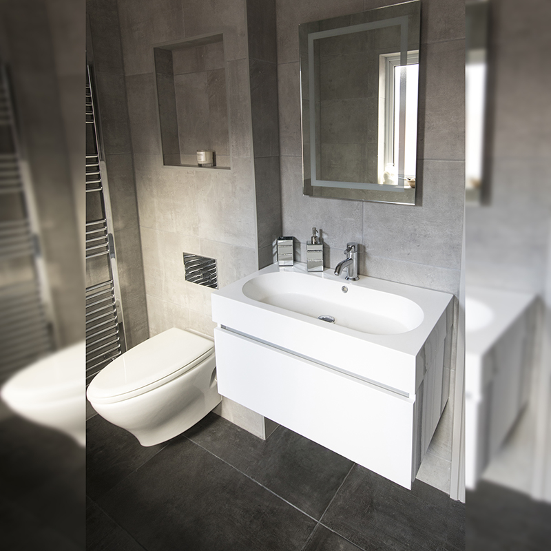 Poole Semi, Family Bathroom