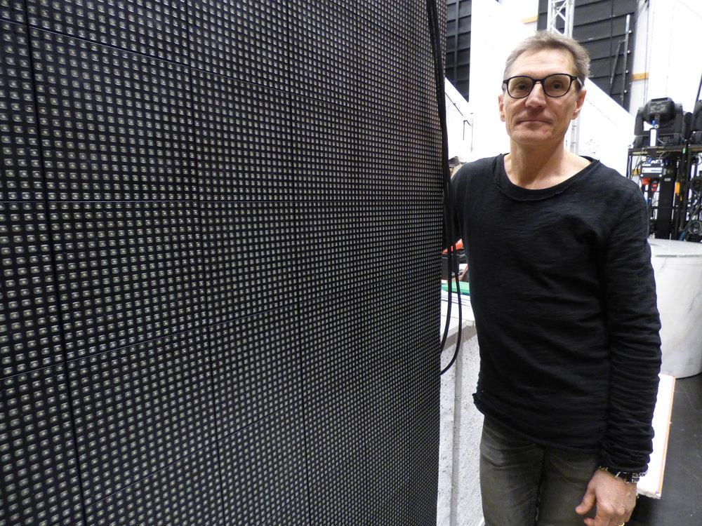 Joakim och ljusteamet tar gärna till sig och testar ny teknik för att skapa unika ljusarrangemang för Göteborgsoperans produktioner. I rockmusikalen  Hair  användes en hel del LED-väggar för att skapa unika effekter.